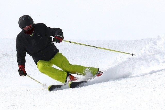 Za příjemným rodinným lyžováním nemusíte nutně na hory